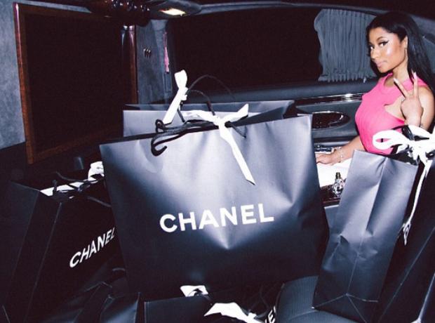 nicki-minaj-chanel-shopping-bags-1433410483-view-0.png