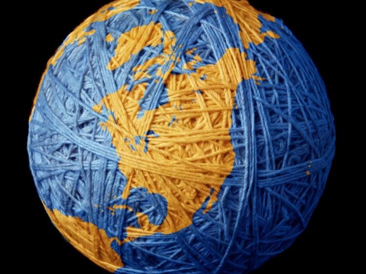 zemlya-nitki-sinij-klubok-planeta-globus